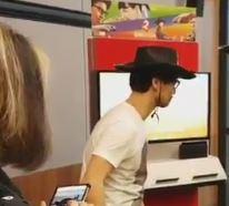 小島秀夫監督が『1-2Switch』をプレイしている動画が公開