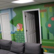 アーティストのPretty Cake Machineさんが「カービィ」をモチーフにした壁画を家の中に描く!