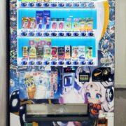 『METALLIC CHILD』デザインの自動販売機が公開!